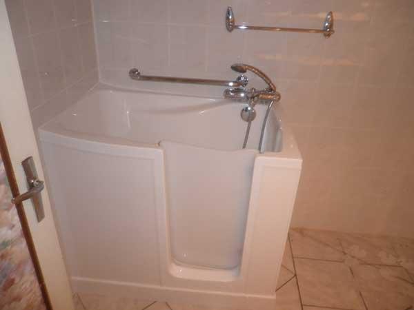 Choisirsa baignoire avec porte